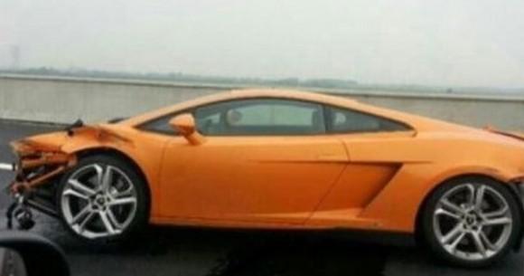 Un periodista chino sufre un accidente mientras prueba un Lamborghini Gallardo
