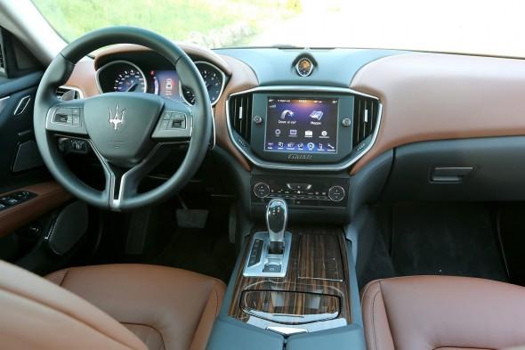 2014-Maserati-Ghibli-154[2]