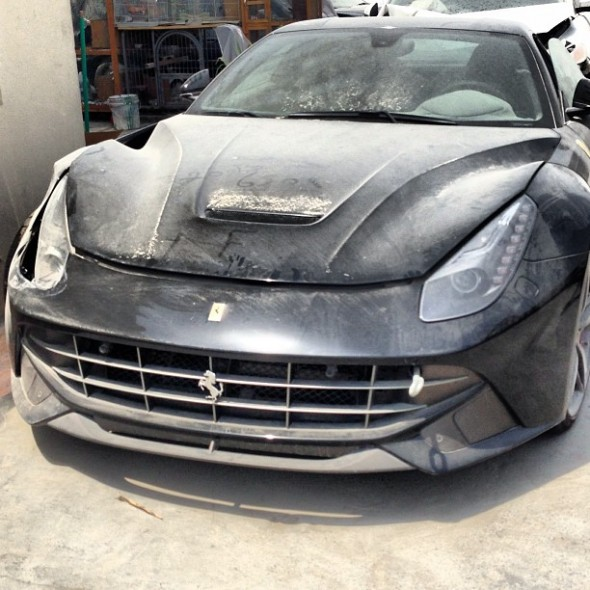 ferrari-f12-berlinetta-crash-wreck-dubai-2013-front
