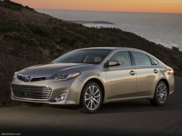 Toyota-Avalon_2013_800x600_wallpaper_01
