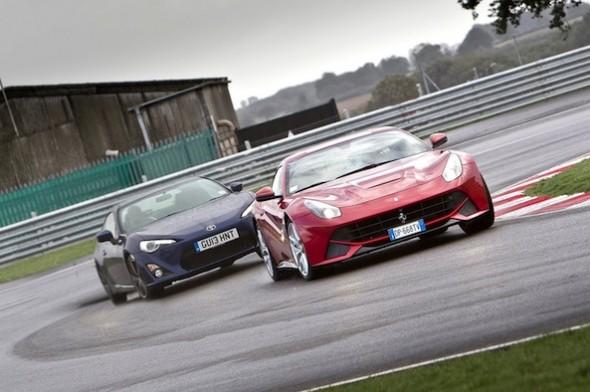 ¿Qué es más divertido un Ferrari F12berlinetta o un Toyota GT86? 1