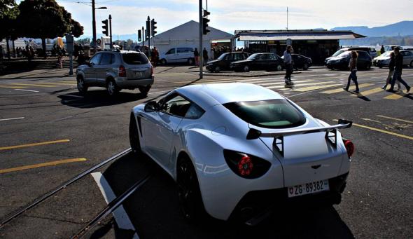 Aparece un Aston Martin V12 Zagato blanco en Suiza 3