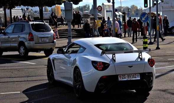 Aparece un Aston Martin V12 Zagato blanco en Suiza 5