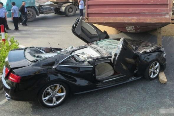 Aplastan un Audi S5 en China 1