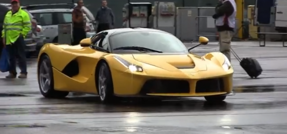 Un Ferrari LaFerrari nos deleita desde Mugello 1