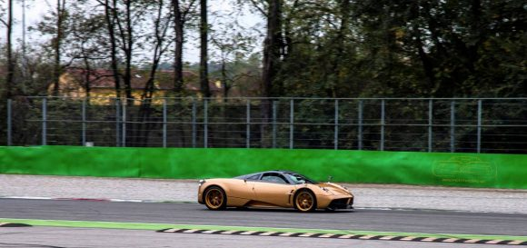 pagani-huayra-gold-edition-14