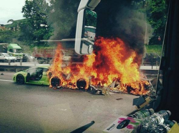 Destrozan dos Lamborghini Gallardo y un Aventador en Malasia 4
