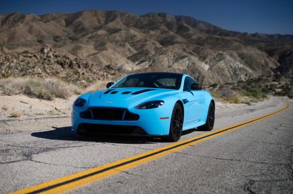 MotorTrend se sube al Aston Martin V12 Vantage S 1