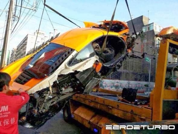 Destrozan un McLaren MP4-12C en Taiwán