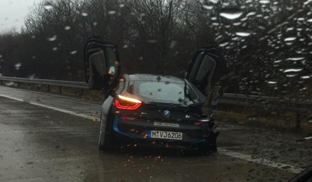 Aparece destrozado el primer BMW i8 en Alemania 1