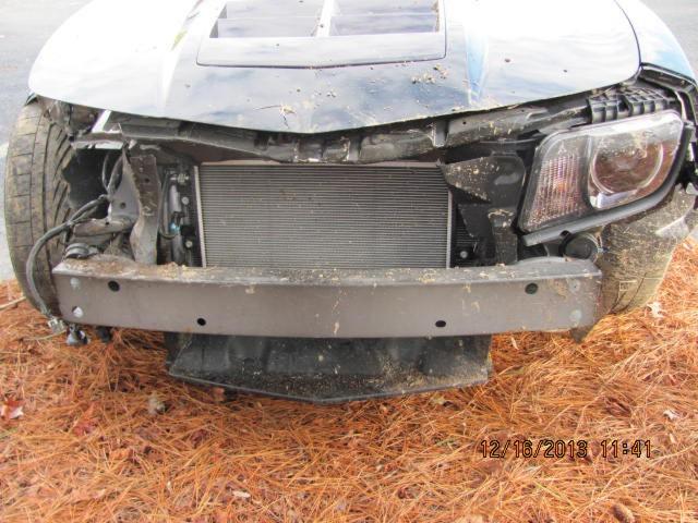 """Un mecánico destroza un Chevrolet Camaro ZL1 mientras lo """"probaba"""" 1"""
