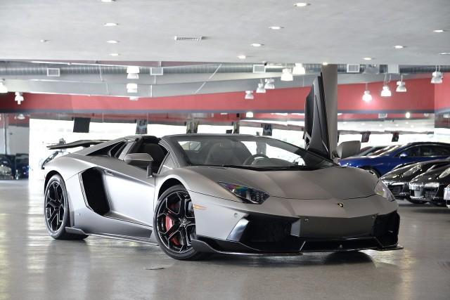 A la venta un Lamborghini Aventador Roadster modificado por Liberty Walk 1