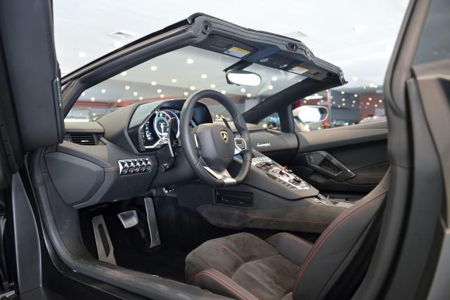 A la venta un Lamborghini Aventador Roadster modificado por Liberty Walk 2