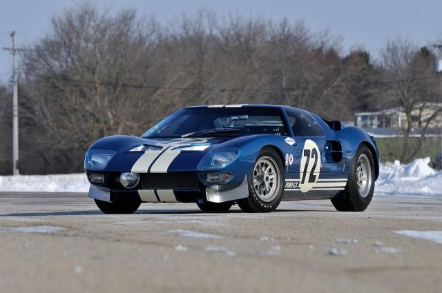 A subasta una de los prototipos del Ford GT40 1