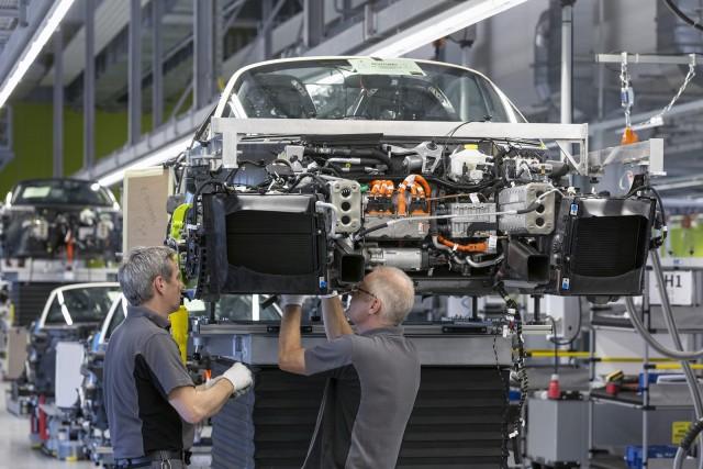 Los trabajadores de Porsche recibirán una paga extra de 8.200 euros 1