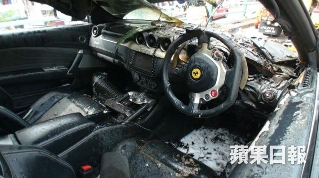 Arde un Ferrari FF en medio de Hong Kong 5