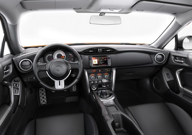 Toyota GT86 2015: Pequeños cambios mecánicos y antena tipo aleta de tiburón 2