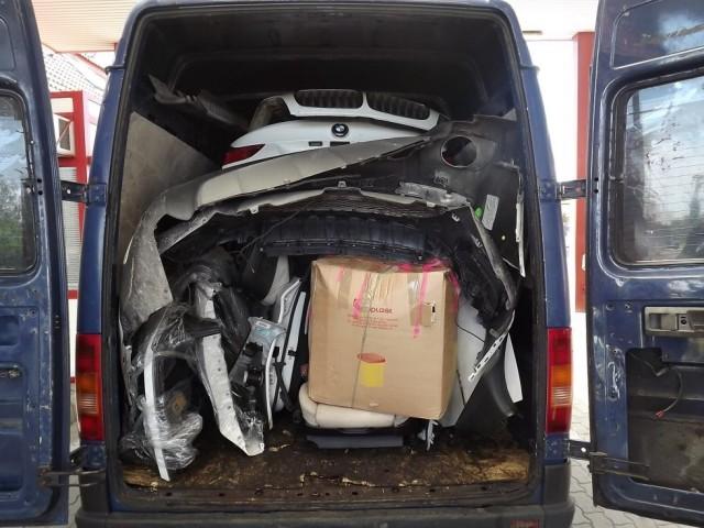 ¿Cómo meter un BMW X6 dentro de una furgoneta? 3