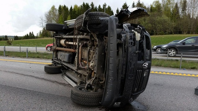 Terrible accidente entre un Corvette y una Dodge Ram en Noruega 2
