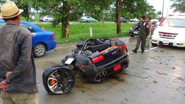 Conductor sale ileso tras partir por la mitad un Lamborghini Gallardo  2