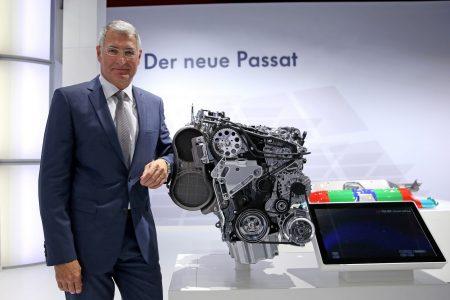 2015-VW-Passat-B8-59