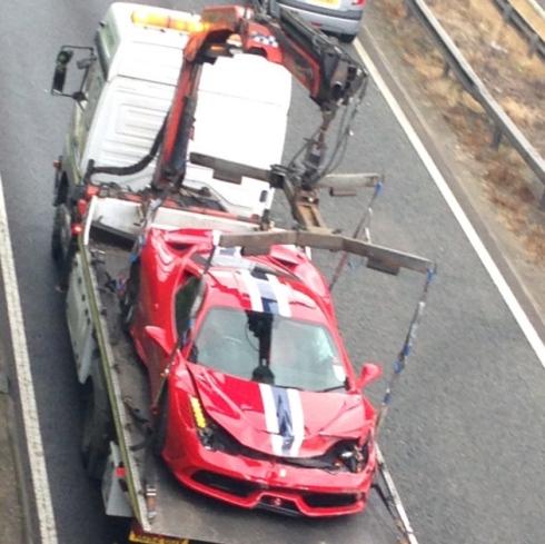 Destrozan un Ferrari 458 Speciale en Reino Unido 2