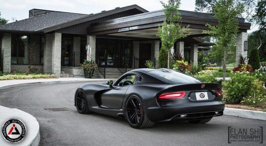Inspired Autosport lanza el SRT Viper Frozen Black, una bestia de 700 caballos
