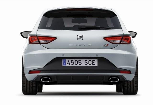 El SEAT León Cupra estrena los paquetes Black Line, White Line y Performance 2