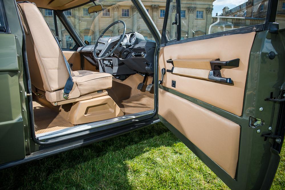 ¿Quieres hacerte con el primer Range Rover fabricado? Puede ser tuyo por 176.000 euros 2