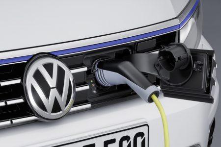 VW-Passat-GTE-12