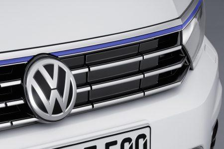 VW-Passat-GTE-9