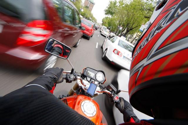 El corredor de emergencia y su aplicación en la circulación de motos 2