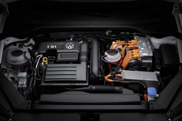 Volkswagen Passat GTE plug-in hybrid: También estará en París 1