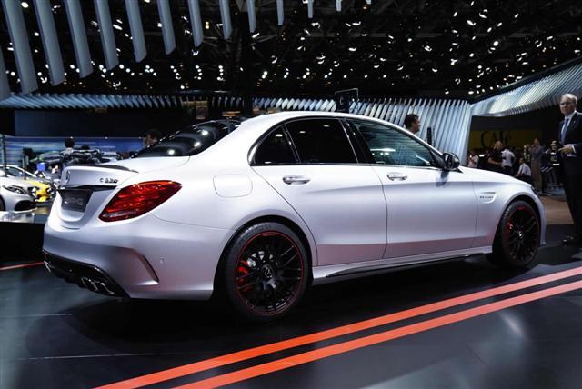 París 2014: Mercedes C 63 AMG y C 63 AMG Estate 3