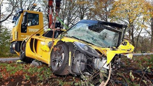 mclaren-mp4-12c-crash-1