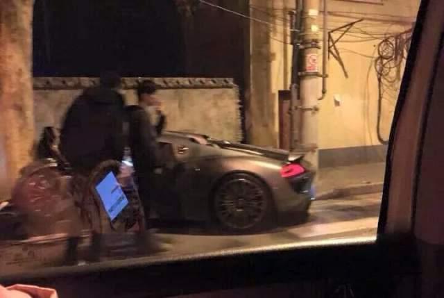 Estrellan un Porsche 918 Spyder contra un árbol en China 1