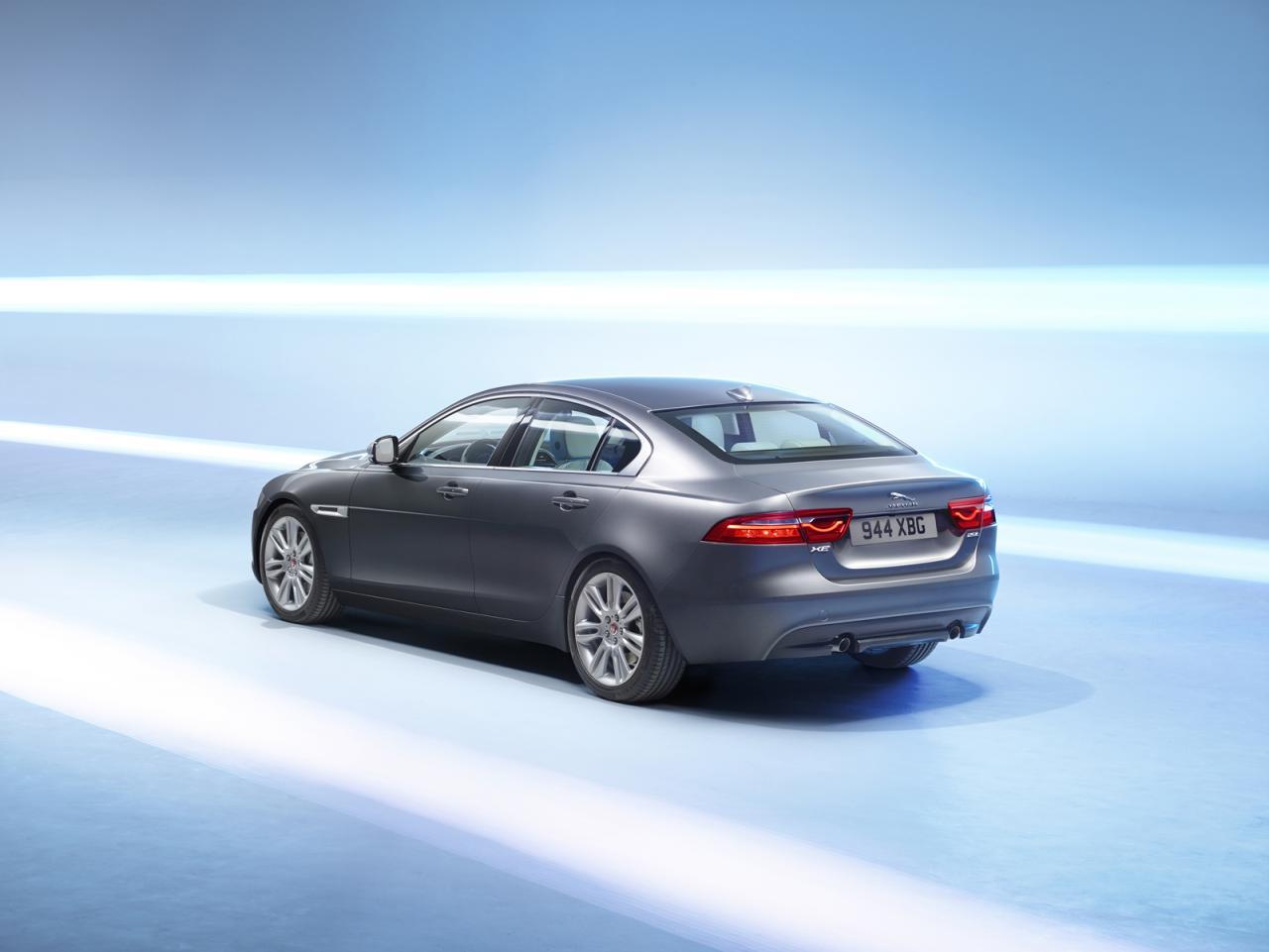 Jaguar presenta el XE en el Salón de Detroit 1