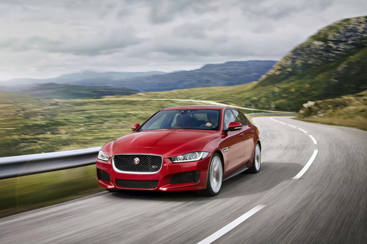 Jaguar presenta el XE en el Salón de Detroit 2