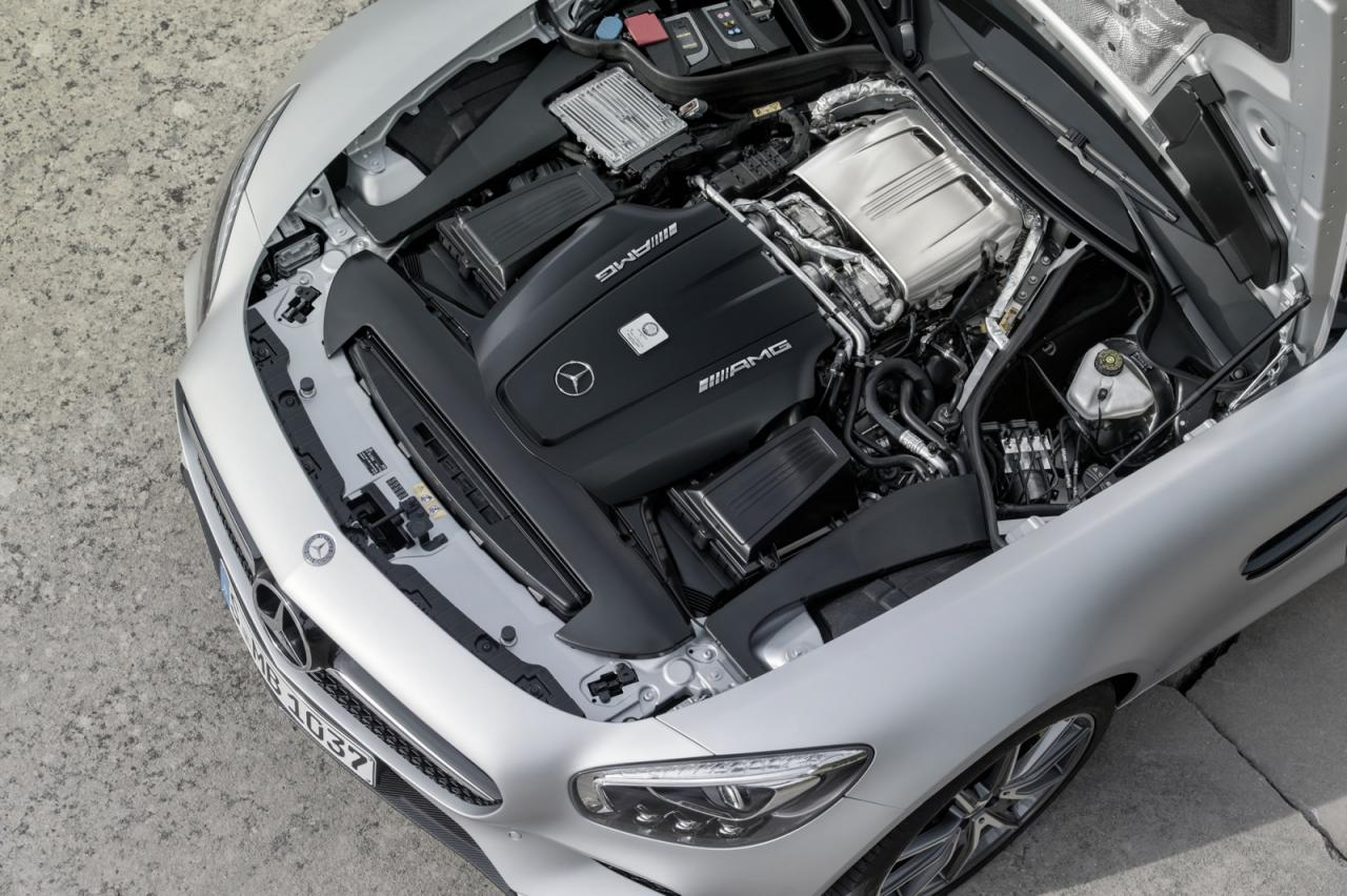 Nuevo spot del Mercedes AMG GT, con el Porsche 911 como protagonista, ¿todo un benchmark? 1