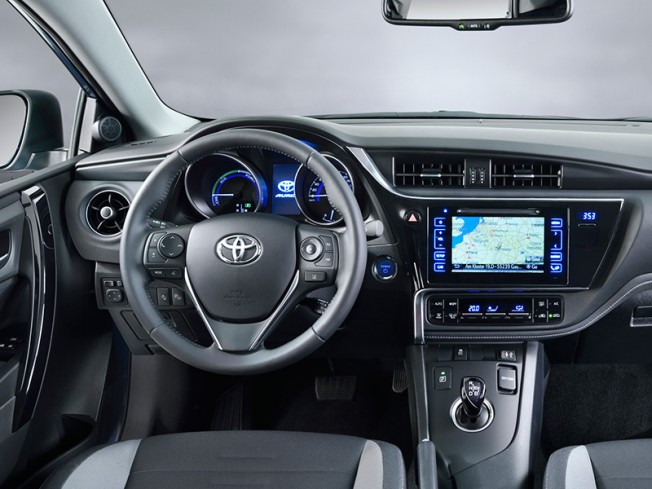 Toyota Auris 2015: Primeras imágenes antes de Ginebra 2