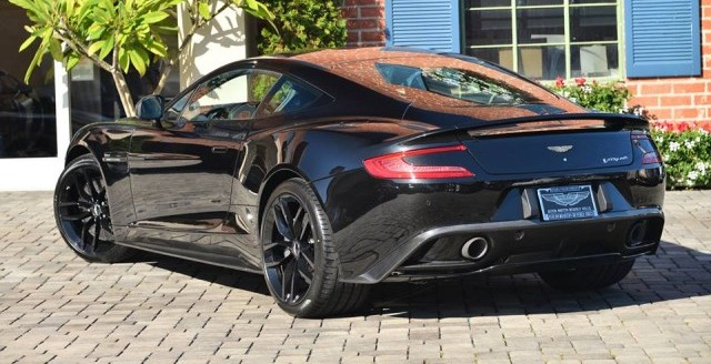 A la venta un Aston Martin Vanquish Carbon Black Edition 2