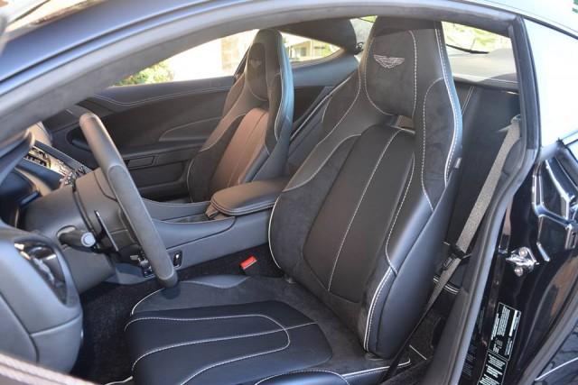 A la venta un Aston Martin Vanquish Carbon Black Edition 3