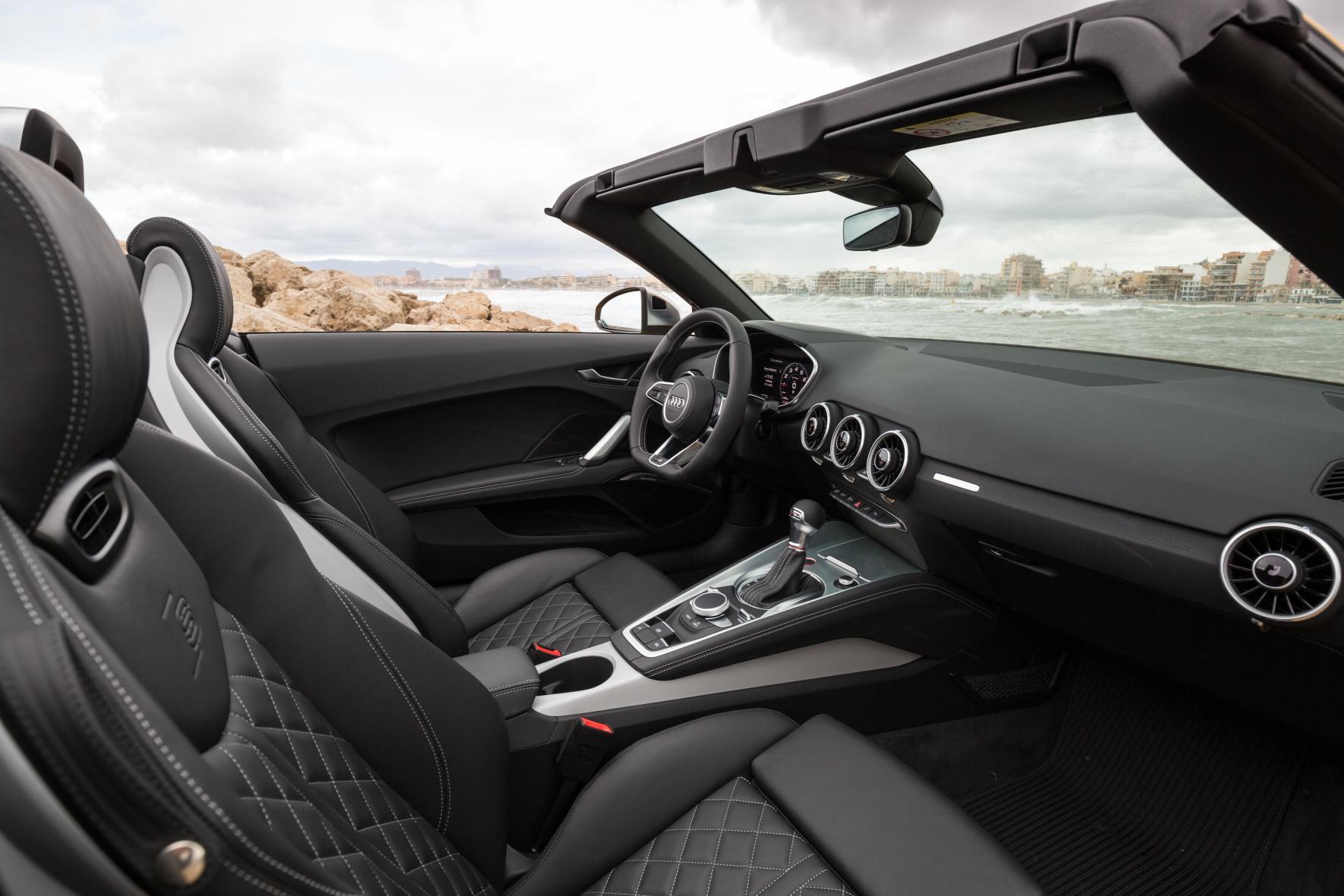 Audi TTS Roadster: 62.580 euros, 310 CV y un completo equipamiento tienen la culpa 1