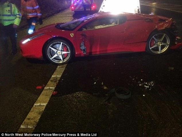 Vuelcan un Ferrari 458 Italia en Reino Unido 2