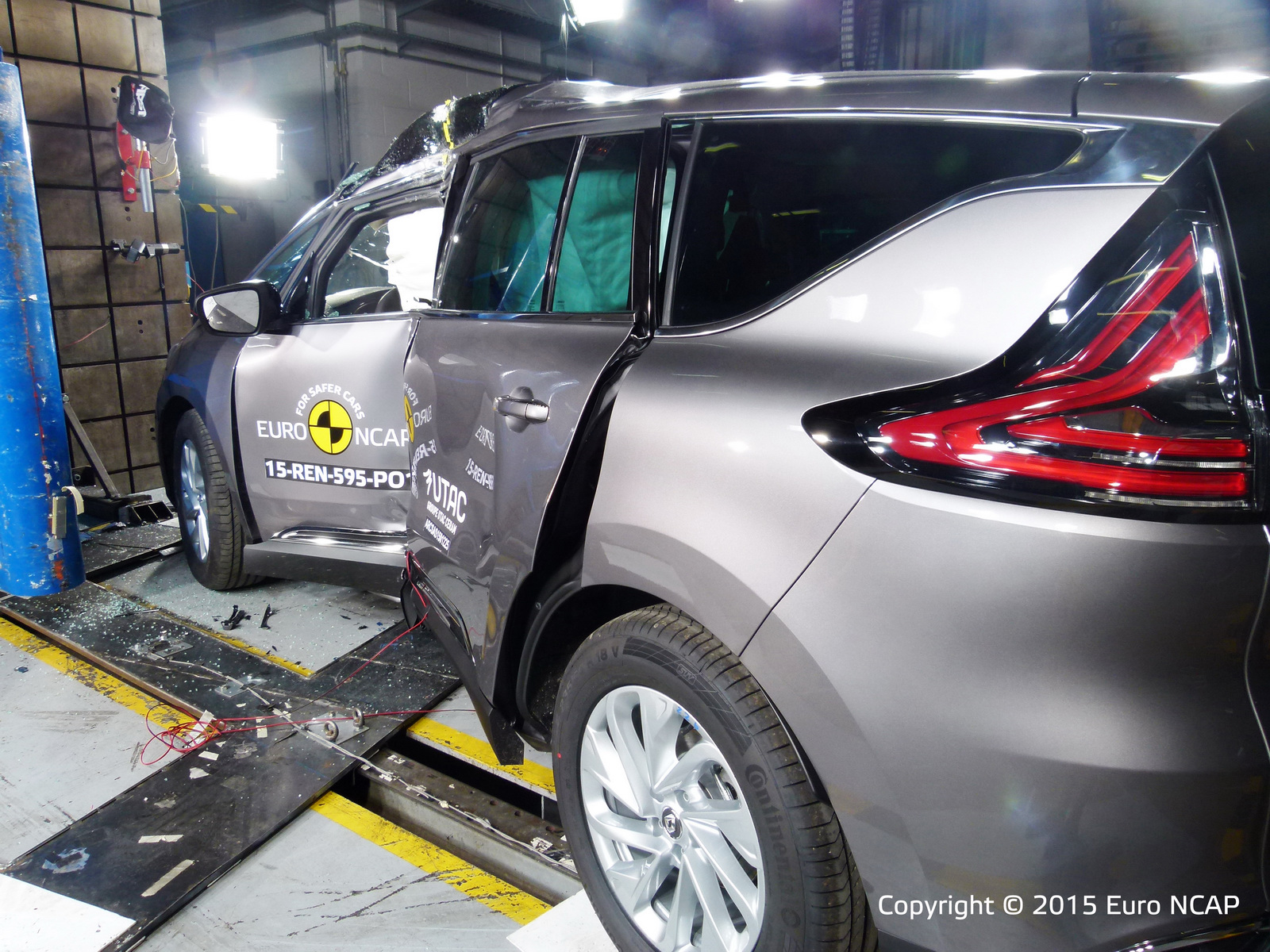 Euro NCAP: Los Renault Espace y Suzuki Vitara consiguen 5 estrellas, el Mazda2 y Fiat 500X se conforman con menos 3