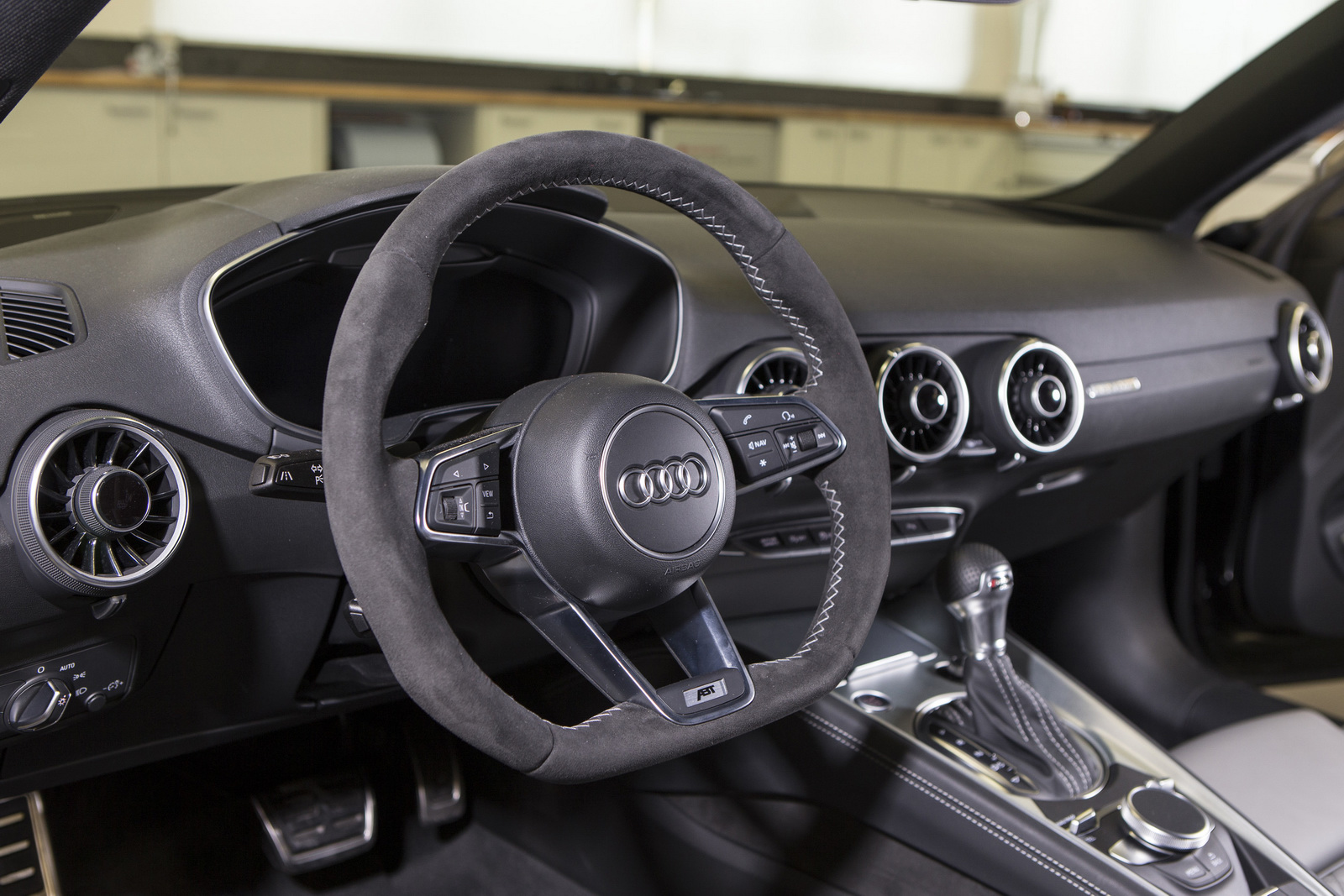 ABT vuelve a repasar el Audi TT: 310 CV y gris mate 3