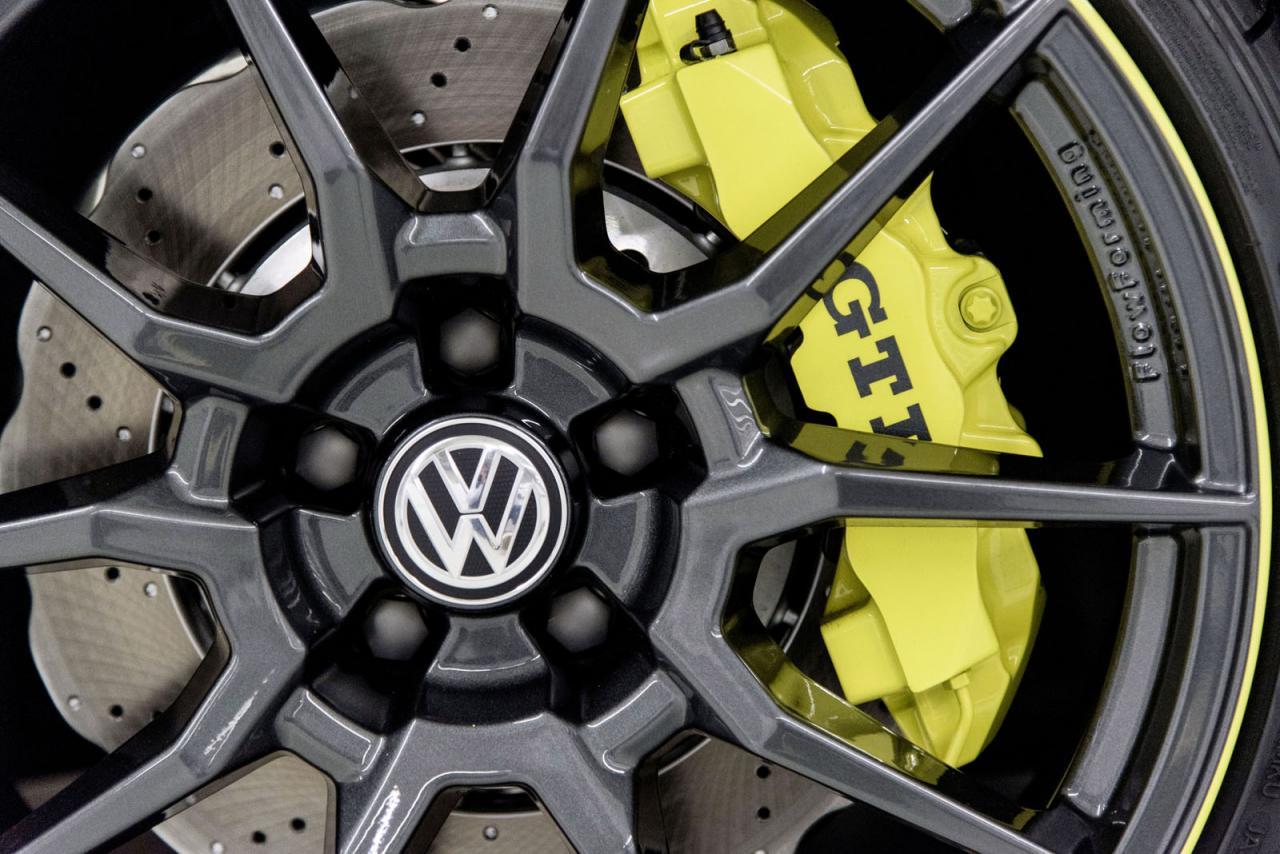 Volkswagen Golf GTI Dark Shine, brillando en Wörthersee con 395 caballos y creado por estudiantes 1