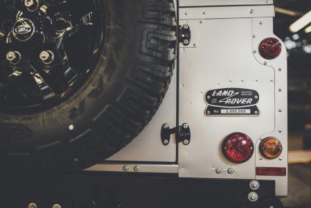 Land-Rover-Defender-2000000-34