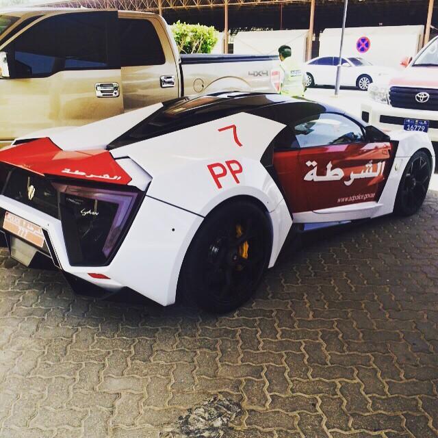 Lykan Hypersport: el último arma de la Policía de Abu Dhabi 2