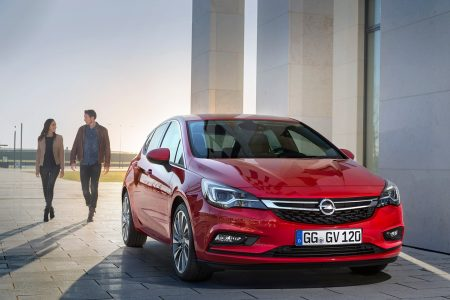 opel-astra-2015-17-1440px